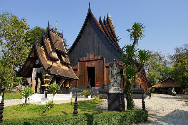 black temple chiang rai