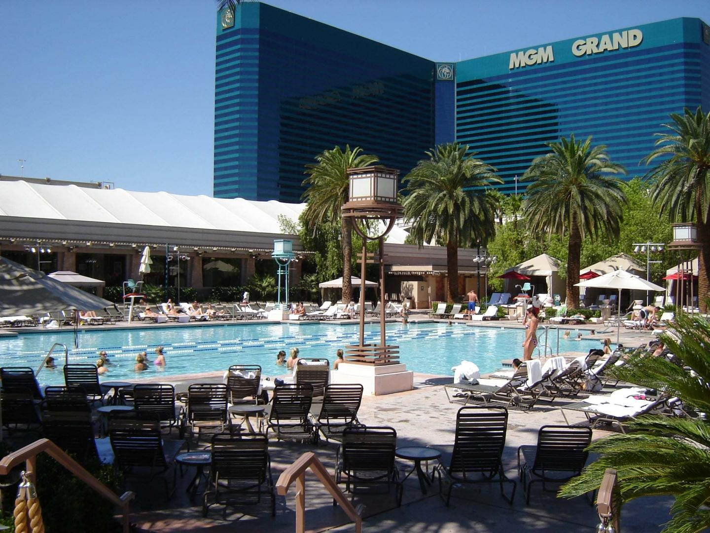 vegas honeymoon, best pools in vegas for adults