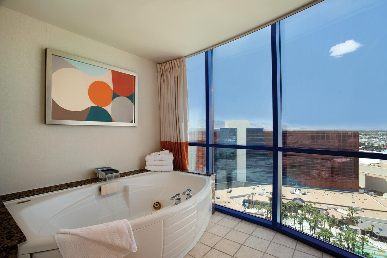 affordable penthouses las vegas, cheap jacuzzi suites las vegas,
