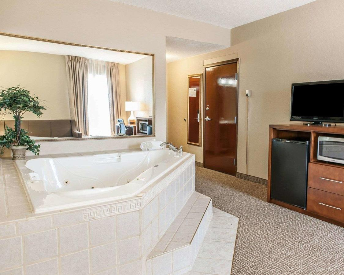 romantic getaways in indiana with hot tubs